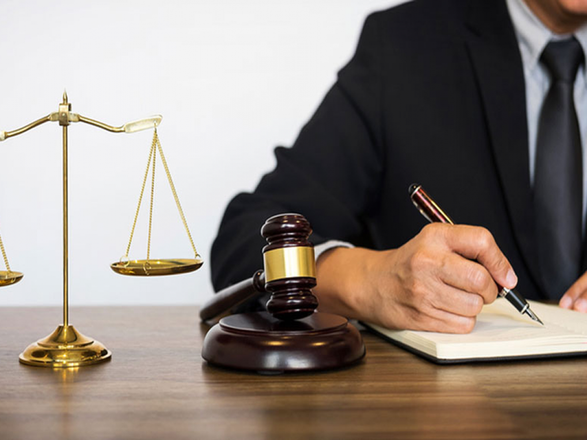وکیل قاچاق ارز و کالا